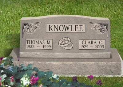 knowlee_slant_on_base_headstone