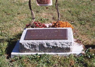 va_plaque_on_bevel_headstone
